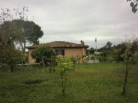 Villa in vendita a BRACCIANO su Via Della Machia foto 1 di 12