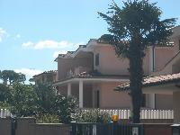 Villa in vendita a LADISPOLI su Via Dei Gelsomini foto 1 di 12